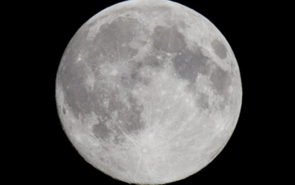 A água que temos em nosso planeta é igual à presente na Lua