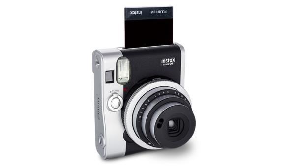 FujiFilm apresenta nova Instax Mini 90 com design retrô