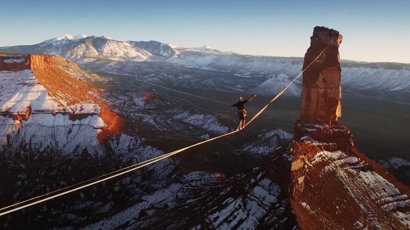 Francês anda 500 metros em slackline a uma altura insana em deserto nos EUA  - TecMundo