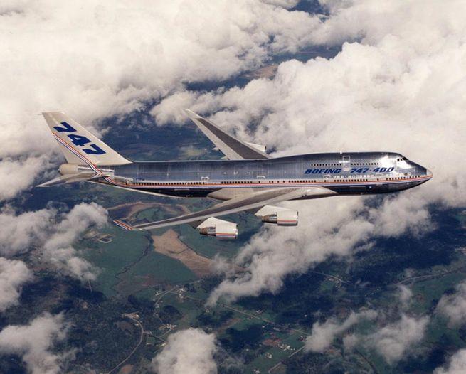 Avião prateado
