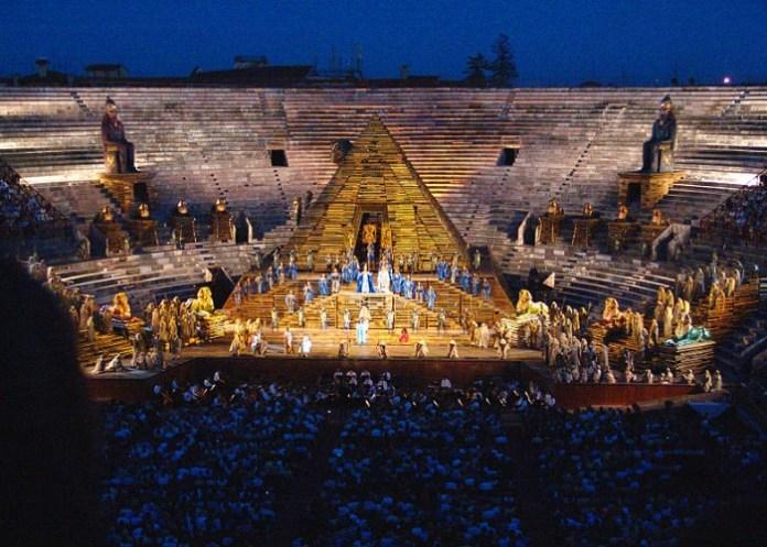 Presentación de la ópera en la Arena