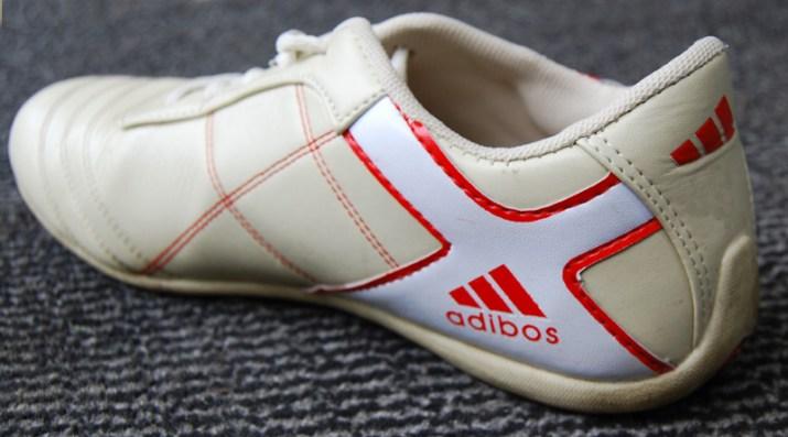 """De calçados a itens eletrônicos, há uma grande diversidade de produtos """"Xing Ling""""."""