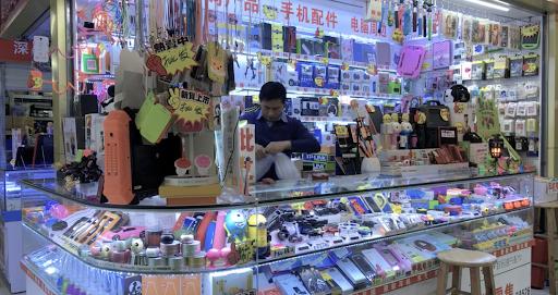 Mesmo na China, é possível encontrar lojas com produtos genéricos.