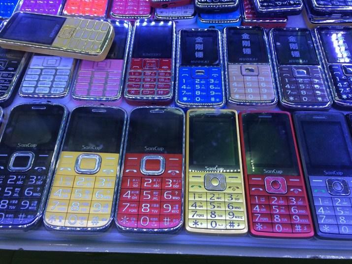 Nos anos 2000, o Brasil recebeu diversos clones de celulares feitos na China.