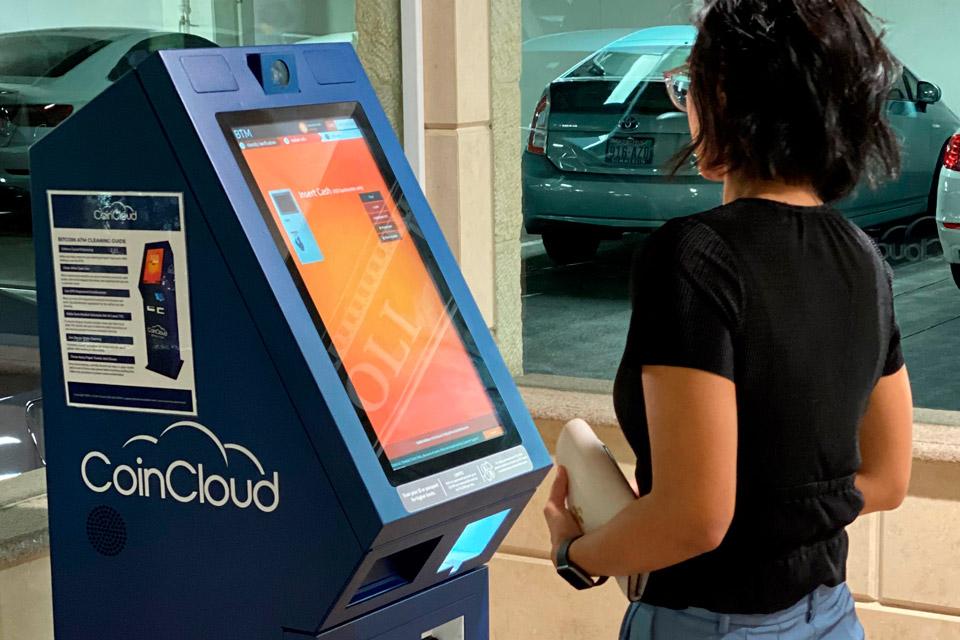 As máquinas da Coin Cloud parecem caixas eletrônicos comuns, mas são voltadas para transações com criptomoedas