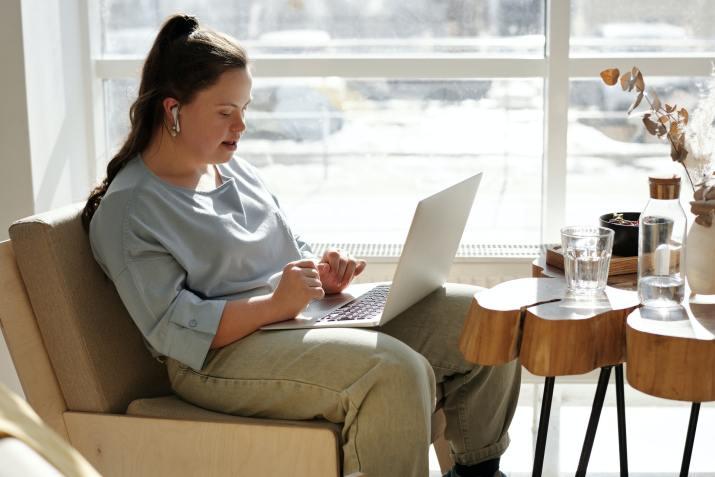 Programa de qualificação profissional oferece mil vagas de cursos gratuitas.