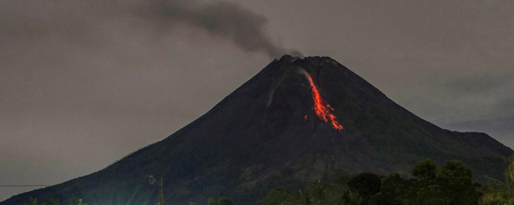 O monte fagradalsfjall não via uma erupção desde o sécu. Vulcao Montanha De Fogo Volta A Entrar Em Erupcao Na Indonesia Tecmundo