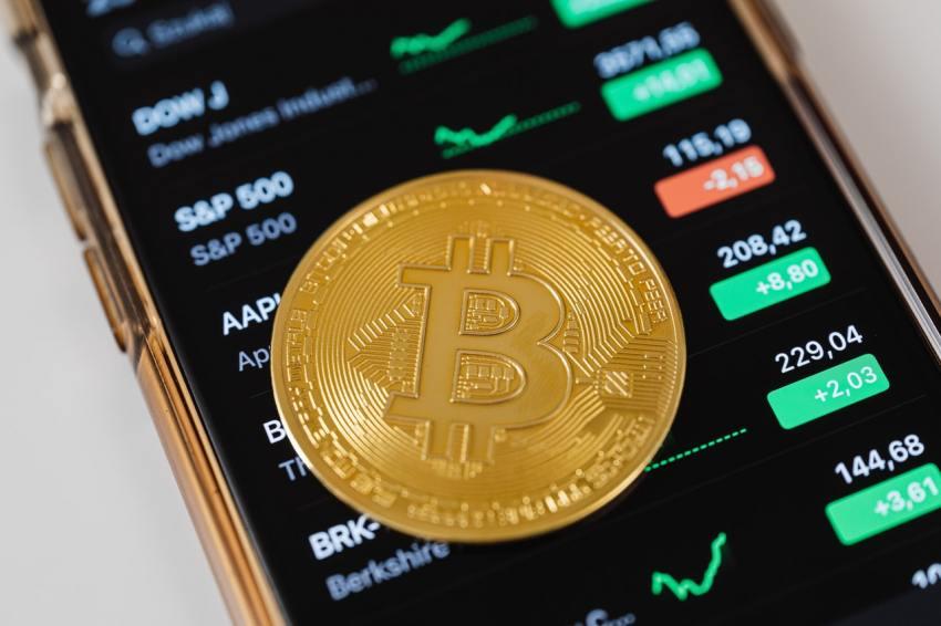Bitcoin, a criptomoeda mais popular, teve aumento de 4,5% após a notícia.