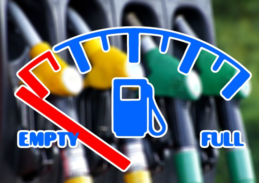 With a liter at the level of R$7, app drivers face difficulties in filling their car tank with gasoline.  (Source: Pixabay/Gerd Altmann/Reproduction)
