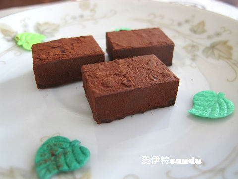 『日本_nama chocolate』濃郁的巧克力味、微苦的滑順口感,多種口味可以選擇~