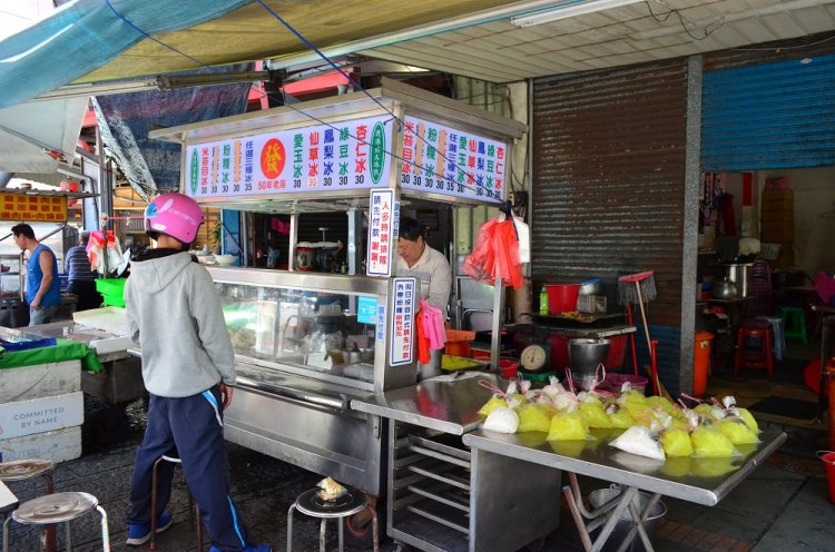 鹿港第一市場美食_發記粉粿冰│鹿港古早味消暑聖品,炎熱夏天必來上一碗。