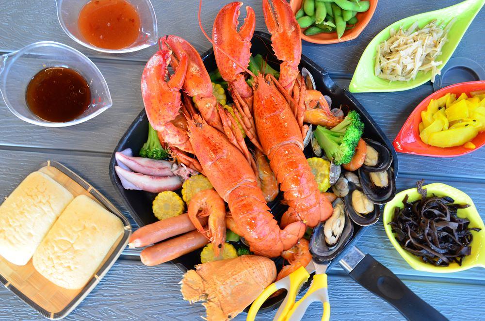 台南美食_貨櫃碼頭海鮮主題餐廳│大口吃海鮮,+99元就能再擁有一隻龍蝦!