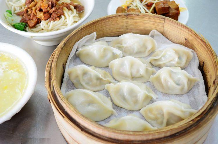 鹿港美食_元春餃子館│鹿港經營三十餘年的老店,蒸餃配玉米濃湯就是每次必點!