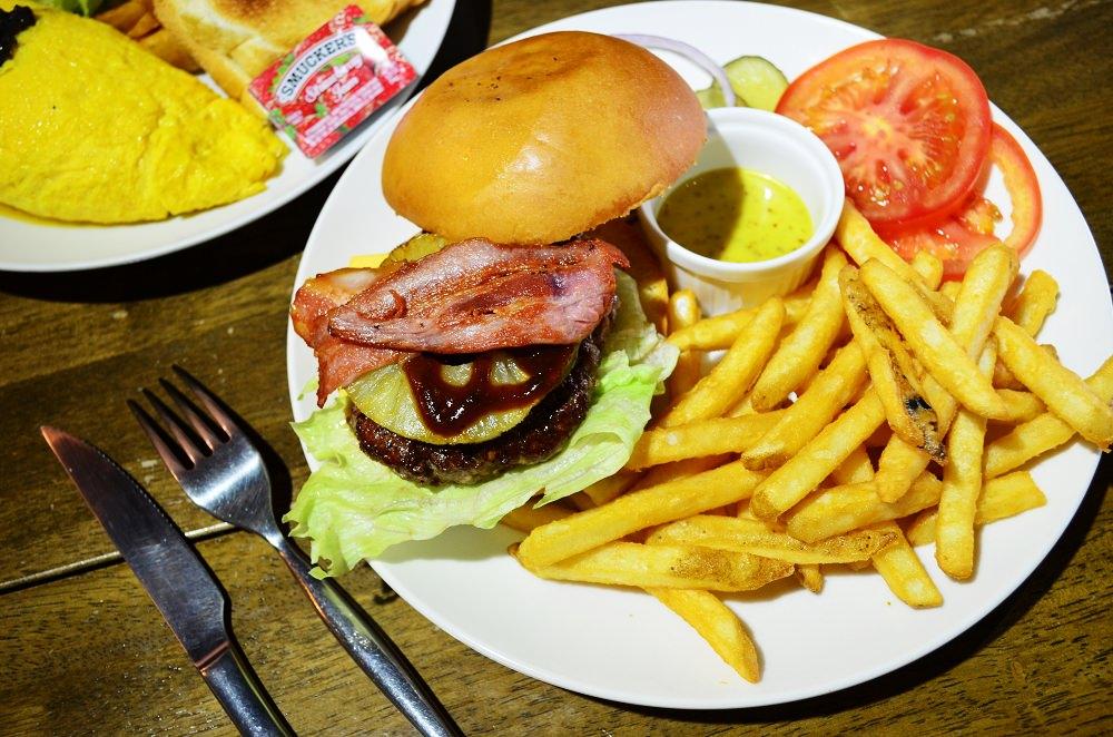 2019天母美食祭_Marcus老倉庫│份量十足的早午餐,緩緩流出肉汁的漢堡排….