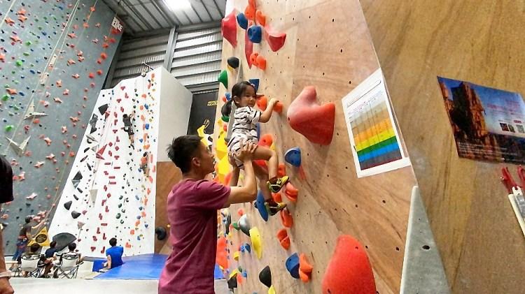 Dapro indoor climbing/Dapro室內攀岩場│台中室內攀岩場,小孩子也能來爬喔!