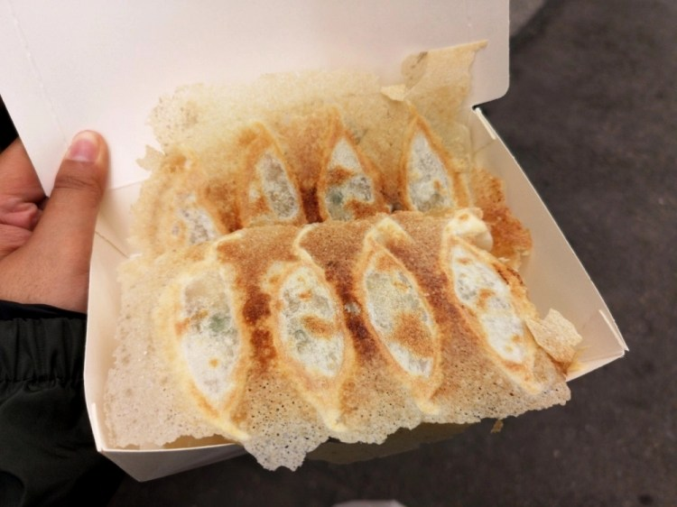 大珍水餃煎餃專賣店│和美美食、和美小吃,包一整隻蝦的冰花煎餃就在這!