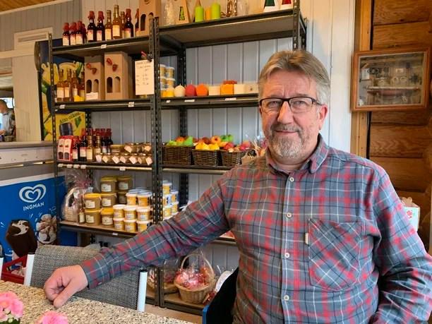 Juha Hirvi on tuttu näky Susikosken Kauppakahviossa.