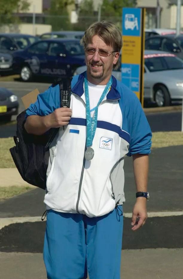 Juha Hirvi ampui hopeaa Sydneyn olympialaisissa.