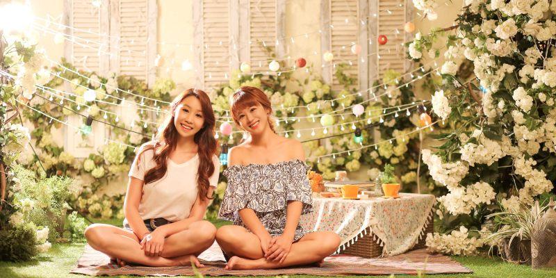 首爾 華麗攝影棚中拍攝閨蜜寫真,女子喜愛的韓風細膩感