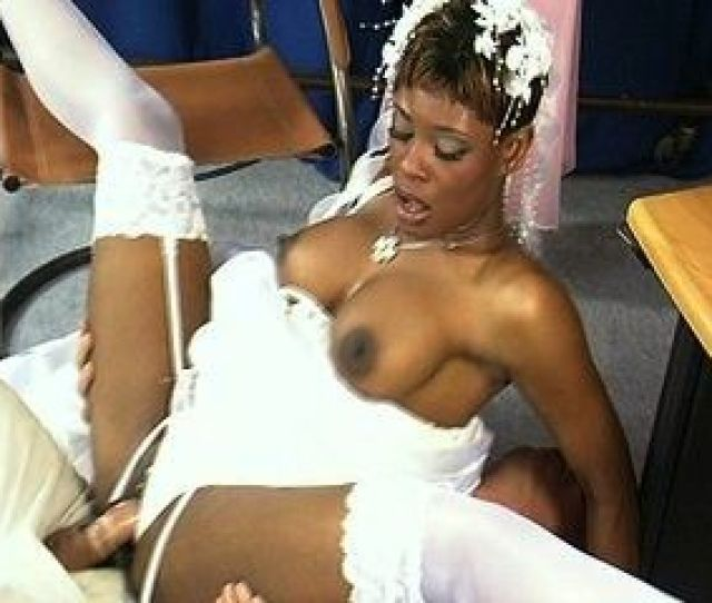 Bride Tests The Wedding Dress With A Fuck