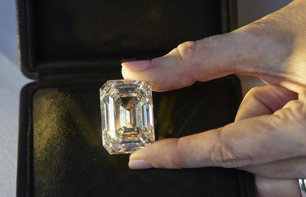 Faktor harga berlian ini ternyata memang cukup kompleks lho. Berlian Terbesar dari Rusia Bakal Dilelang, Harga Ditaksir Rp282 Miliar
