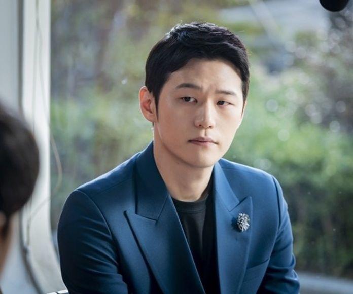 지금은 '데이트 폭행범'인데 새 드라마서 강지영과 로맨스 연기 펼치는 ...