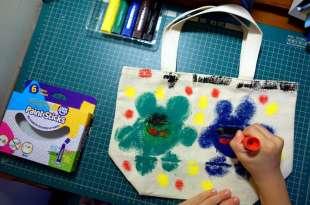 讓孩子動手畫|英國Little Brian布料專用水彩棒|畫出自己的小包包,還有水擦粉筆
