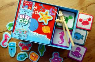 大力推薦|根本是動物頻道|At the Seaside學習遊戲書盒|還有附好玩磁吸釣魚玩具