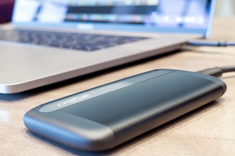 Crucial X8 提供500GB 與 1TB 版本,解決筆電容量不足的外接儲存方案