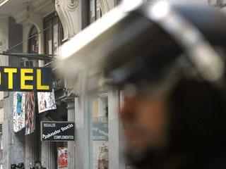 Ver vídeo  'Desalojados los indignados del Hotel Madrid y el Teatro Albéniz'