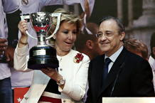 Esperanza Aguirre celebra con Florentino Pérez la 32ª liga del Real Madrid
