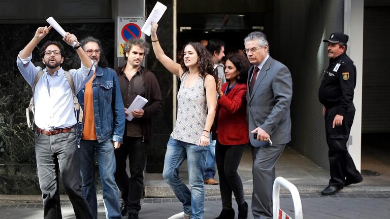 El auto del juez Pedraz sobre el 25S dice que la clase política está en