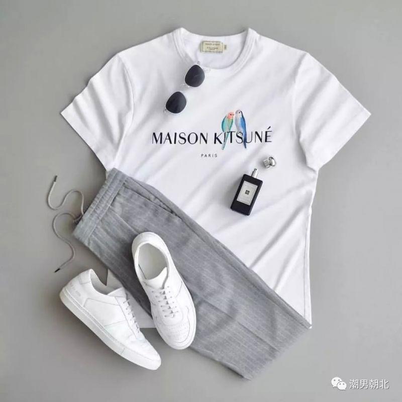 7套男生白色T恤穿搭技巧,休閒短褲及T恤,輕松面對溫差。又是很多潮人男星都在穿的造型,別說是別人,一個專注于型男穿搭領域的社區,更推薦買一些穩中帶皮的印花t恤,夏季清爽帥氣 - ITW01