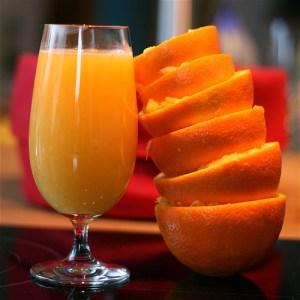 чаша портокалов сок