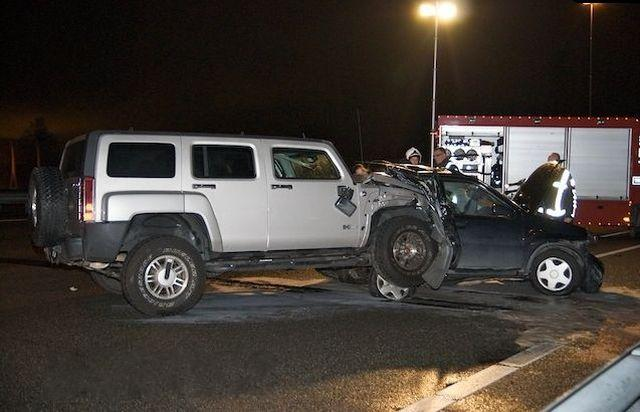 Road crash: Hummer H3 vs Suzuki Ignis (7 pics)