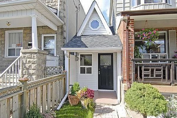 The smallest house is on sale (9 pics)