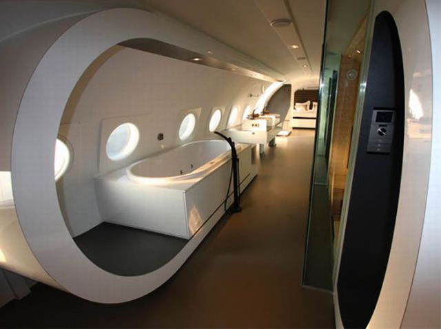 Living Inside The Airplane (35 pics)