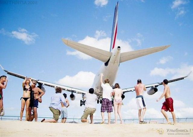 Oldie of the Day: Dangerous Maho Beach (18 pics)
