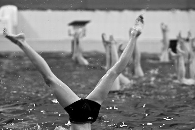 Alone in the Swimming Pool (12 pics)