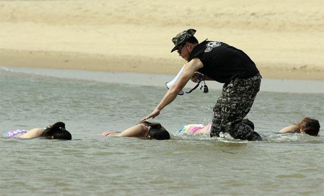 chinese_female_bodyguard_training_640_05