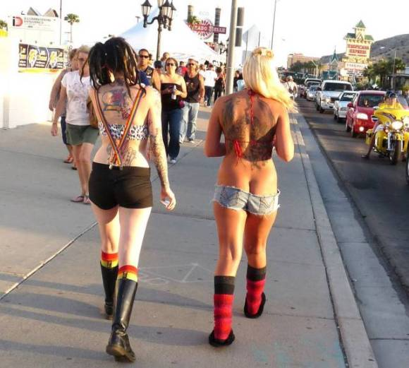 Candid Street Fashion That Really Takes the Cake