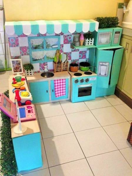 Mother Creates An Amazing Cardboard Kitchen For Her Daughter