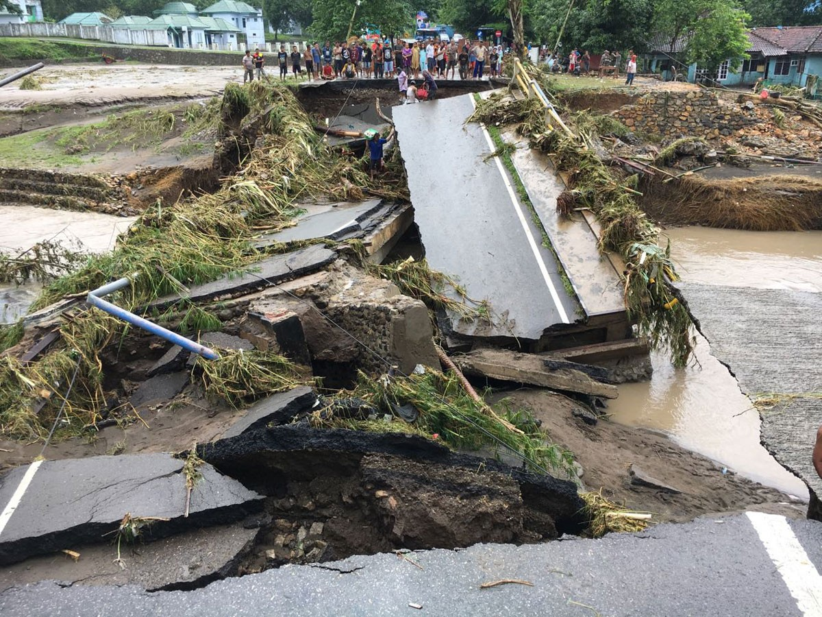 Flash floods displace 100,000 people in Bima