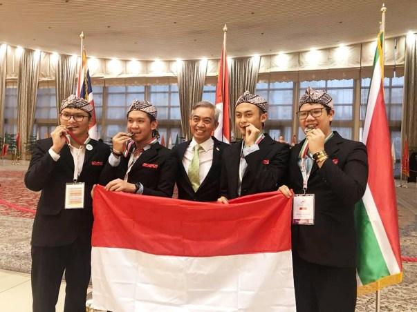 Empat siswa memenangkan perak di olimpiade biologi internasional