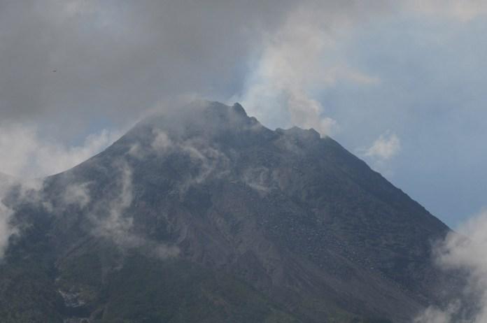 Anak Krakatau Not Alone As Three More Indonesian Volcanoes Erupt National The Jakarta Post
