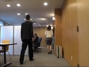 【お姉さん】仕事中に同僚のいるミーティングルームの隣でレイプされるOL