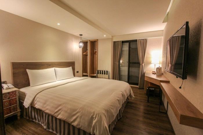 嘉義住宿,位於文化路夜市內...交通與飲食都很便利的蘭桂坊花園酒店。