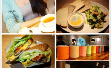 [cafe] 沐樂咖啡 ML.cafe♥ 木質的藝文咖啡廳 讀書朋友聚會好去處 鬆餅 自製蛋糕 輕食 三明治 咖啡 日本抹茶 (忠孝新生站) ♥ JoyceWu。食記