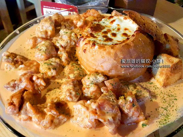 【韓國美食】起司奶油炸雞꼭그닭 빠네차킨\江南站,現在韓國年輕人最流行的炸雞新吃法!在弘大也吃得到哦!(文末附弘大店資訊)