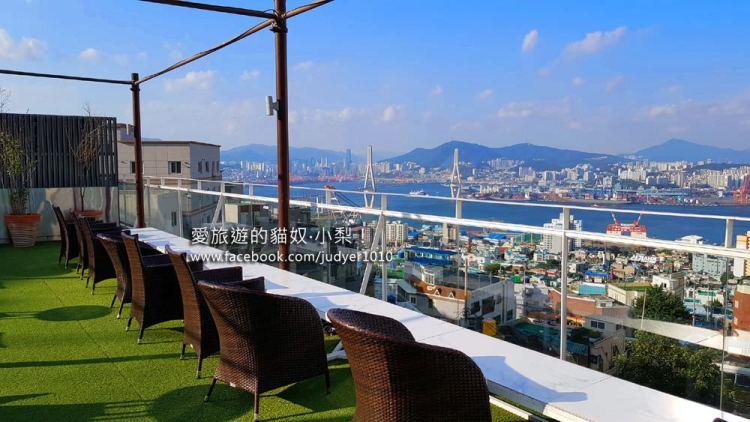 釜山咖啡廳\SINKI貨櫃屋咖啡廳,近CARIN絕美屋頂咖啡廳、青鶴配水池展望台!